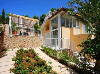 Moderne Villa für 8 Personen