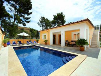 Villa mit Pool und Klimaanlage