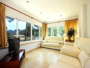 Wohnraum mit Sat-TV und Internet W-LAN