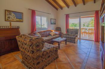 Wohnzimmer mit gemütlicher Sitzecke,
