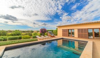 Moderne Finca mit Pool bei Campos