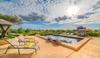 Moderne Finca mit Pool bei Campos