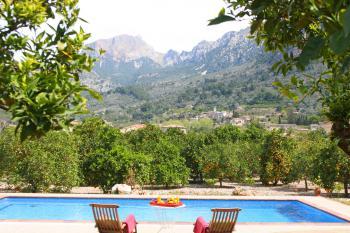 Finca mit Pool und Panoramablick bei Soller