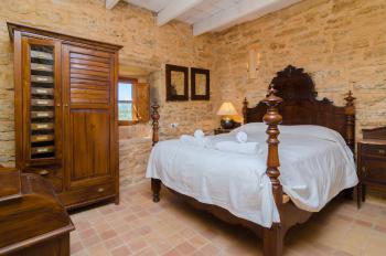 Schlafzimmer mit Klimaanlage (Obergeschoss)