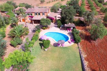 Alleinstehende Finca mit Pool und Garten