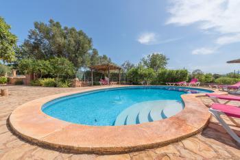 Relaxen am Pool und im Garten