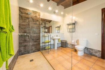 und Duschbad en Suite