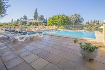 Pool, Terrasse und Sonnendach