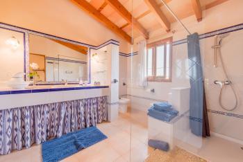 Großes Duschbad im Obergeschoss