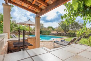 Grillecke, Pool und Garten