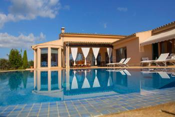 Pool und Sonnenterrasse - ideal zum Relaxen