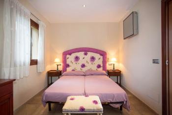 Schlafzimmer mit Einzelbetten und