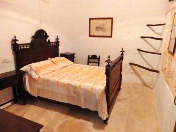 Schlafzimmer im typisch mallorquinen Stil
