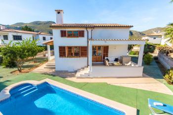Strandnahes Ferienhaus mit privatem Pool