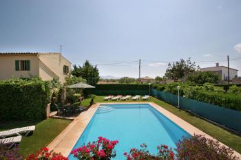 Ferienhaus mit Pool und Internet W-LAN