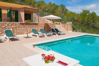 Relaxen am Pool im Mallorca Urlaub