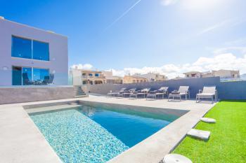 Modernes Ferienhaus mit Pool für 6 Personen