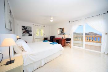 Schlafzimmer mit tollem Meerblick