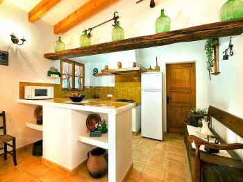 Blick vom Essbereich zur Küche