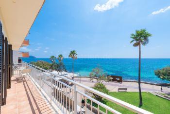 mit Balkon und Meerblick