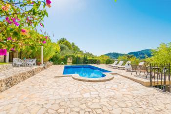 Finca mit Pool, Sonnenterrasse und Garten