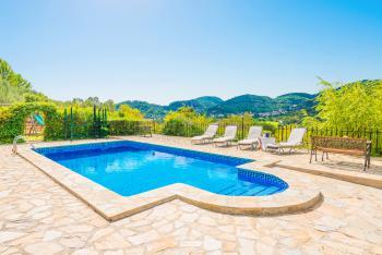 Relaxen auf der Terrasse am Pool