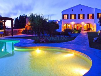 Exklusives Ferienhaus mit Pool für 16 Personen