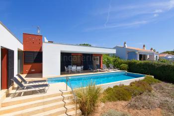 Modernes Ferienhaus mit Pool in Binibequer