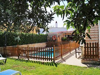 Ferienhaus mit Pool - kindersicher umzäunt