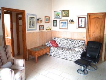 Wohnzimmer mit Sat-TV und Klimaanlage