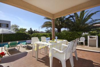 Terrasse, Grill und Pool