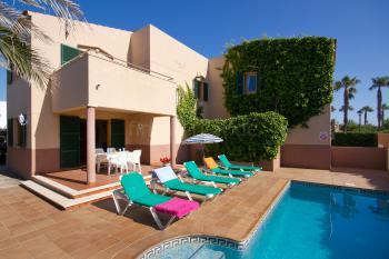Ferienhaus mit Pool in Cala Blanca