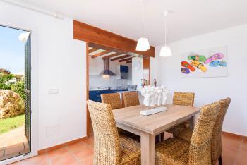 Küche und angrenzendes Esszimmer