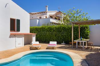 Ferienhaus in Cala en Blanes mit Pool