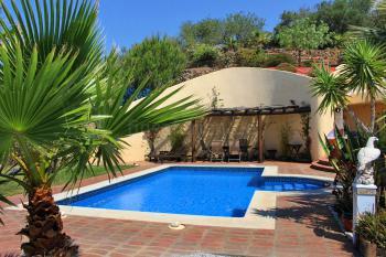 Pool, Terrasse und Sitzecke