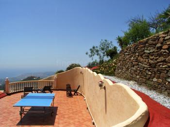 Terrasse oberhalb der Villa - Tischtennisplatte
