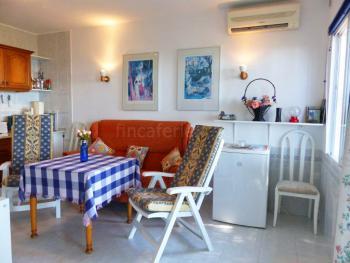 Sitzecke im Wohnraum mit Klimaanlage