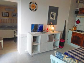 Wohnraum und offene Küche