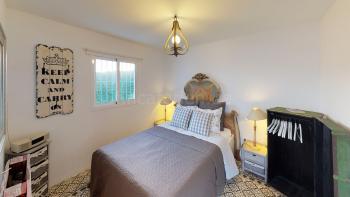 ...das Schlafzimmer mit Doppelbett