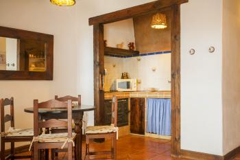 Kleine Küche und Essplatz