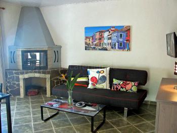 Wohnzimmer mit Kamin (Apartment 1)