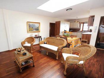 Wohn-und Esszimmer mit offener Küche