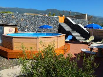 Ferienwohnung mit Pool und Internet