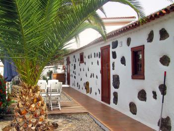 Terrasse unter Palmen