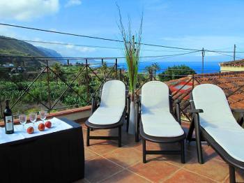 Ferienhaus für 8 Personen mit Meerblick
