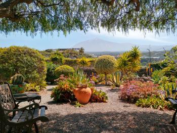 Garten und schöner Blick auf den Teide