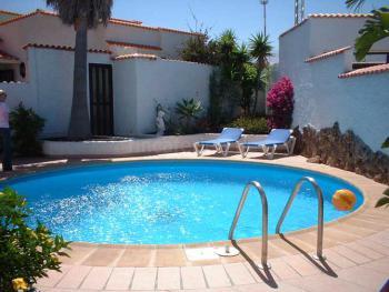 Ferienhaus mit Pool und Internetanschluss