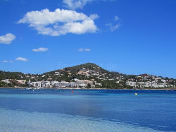 Zur Bucht von Talamanca - nur 5 Fußminuten