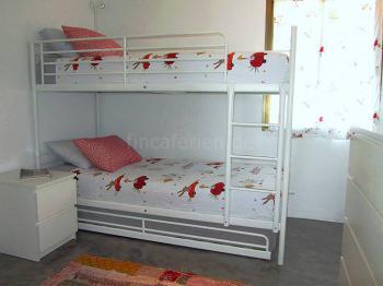 Schlafzimmer mit Etagen- und Ausziehbett