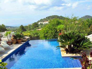 Finca mit Pool und Panoramablick